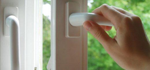 """Почему """"пахнут"""" пластиковые окна?"""
